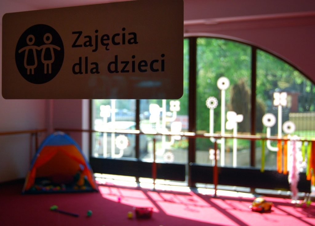 1252866-pokoj-zabaw-i-zajec-dla-dzieci-w-restauracji-babycafe-pl